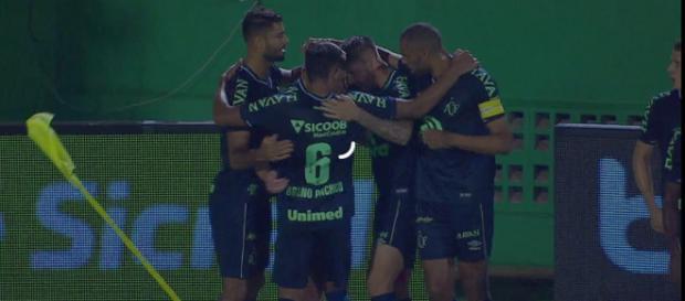 Único gol da partida saiu no primeiro tempo. (Reprodução/TV Globo).