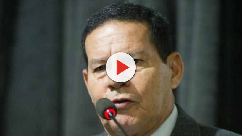 Marco Feliciano protocola pedido de impeachment do vice-presidente Hamilton Mourão