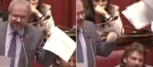 Borghi attacca Padoan, lancia i fogli in aria ed in aula è bagarre (VIDEO)