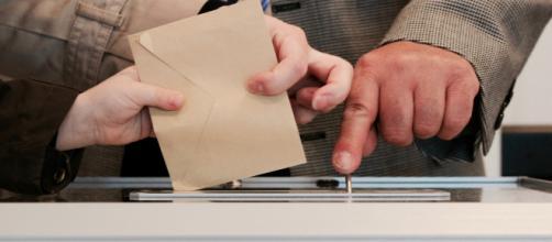 Il ne suffit pas de voter pour faire vivre nos démocraties - Photo by Arnaud Jaegers on Unsplash