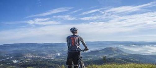 Vicenza, biker ferito da filo di ferro sul sentiero.