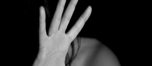 Garota rejeita sexo e é agredida. (Arquivo Blasting News)