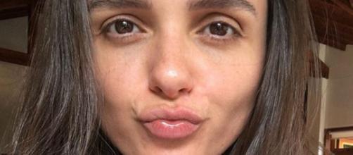 Monica Iozzi comemorou vitória contra o vício e aconselhou seus fãs a pararem de fumar (Reprodução/Instagram/@Monica Iozzi)