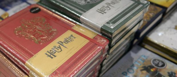 """Pologne : des prêtres brûlent des livres des sagas """"Harry Potter ... - rtl.fr"""