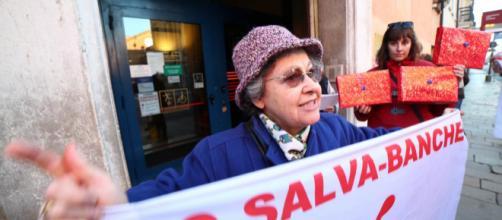 Giovanna Mazzoni, la pensionata truffata dalle banche querelata da Matteo Renzi