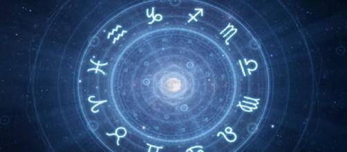 Oroscopo del giorno domenica 21 aprile: previsioni astrologiche per tutti i segni zodiacali per la giornata di Pasqua.