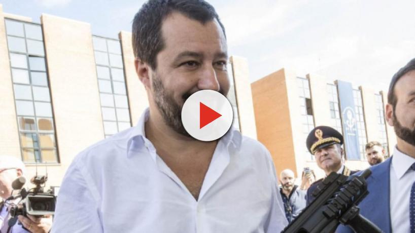 Salvini con il mitra? Saviano contro Luca Morisi: 'Persona pericolosa, denunciatelo'