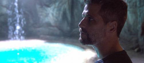 Gabriel e a fonte em 'O Sétimo Guardião' (Arquivo Blasting News)