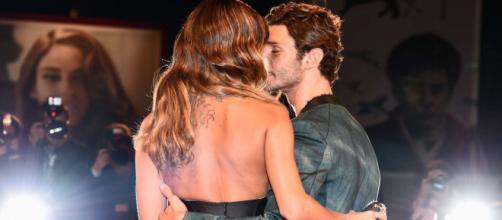 Stefano di Martino e Belen Rodriguez non si nascondono più, spunta la dedica social del ballerino: 'Le mie persone preferite'.