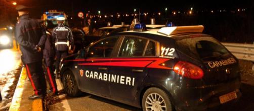 Salerno, accoltella in strada l'ex amante: arrestato dai carabinieri | fanpage.it