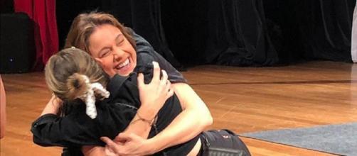 Sandy entra de surpresa no espetáculo de Fernanda Gentil. (Divulgação/Instagram/@gentilfernanda)