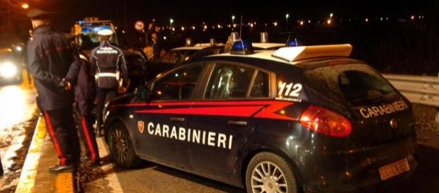 Salerno, accoltella in strada l'ex amante: arrestato dai carabinieri | fanpage.it