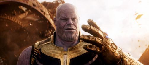 Thanos usando a manopla do infinito. (Arquivo Blasting News)