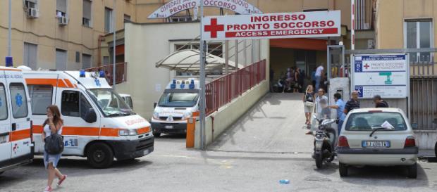 Napoli, ospedale Loreto Mare: medici dimenticano pinza nell'addome di una paziente.