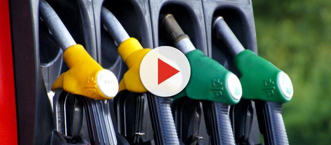 Aumenti benzina, prezzi carburanti alle stelle: rischio speculazioni legate alle vacanze