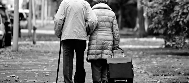 Rimini, denunciano l'amante 85enne della nonna: 'Hanno troppi rapporti intimi'