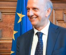 Rinnovo contratto scuola, accordo Governo-sindacati: ipotesi aumento stipendio di 95 euro