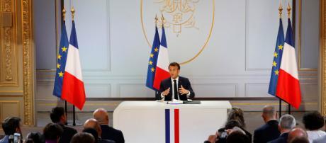 Emmanuel Macron ne veut pas revenir sur l'âge légal de départ à la ... - lejdd.fr