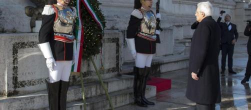 25 aprile, Mattarella depone corona alloro all'Altare della Patria