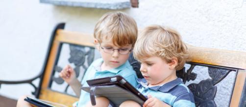 Especialistas sugerem limite diário para utilização de celulares para crianças. (Arquivo Blasting News)