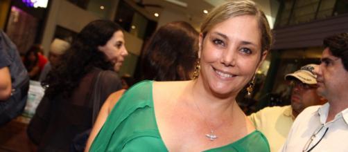 Heloísa Périssé diz que ainda mantém um bom relacionamento com seus dois ex-maridos (Arquivo Blasting News)