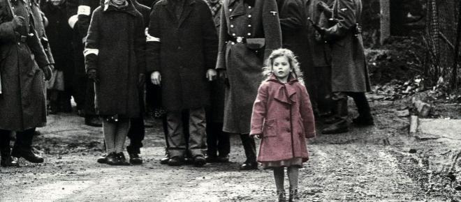 Neofascisti oltraggiano il 25 aprile con striscioni a Milano: 'Onore a Benito Mussolini'