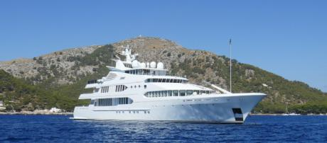 A superyacht like those wealthy oligarchs cavort around on
