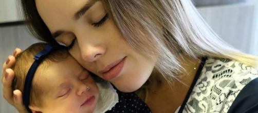 Cantora compartilhou com seus seguidores o momento do nascimento da sua filha. (Divulgação/Instagram/@thaeme)