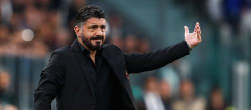 Dopo la sconfitta in Coppa Italia Gattuso rischia l'esonero, alla finestra Sarri e Conte