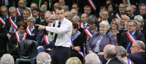 L'opposition charge Emmanuel Macron sur sa sortie du Grand débat national