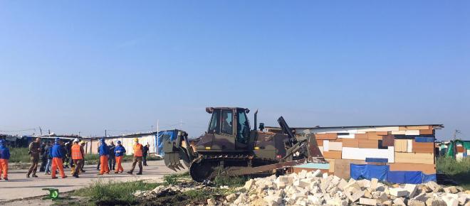 Foggia, incendio nel ghetto di Borgo Mezzanone: muore giovane richiedente asilo