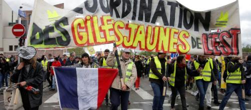 Les Gilets jaunes moins nombreux dans la rue après les annonces d ... - lejdd.fr