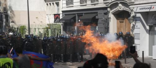Scontri a Parigi e Strasburgo: feriti tra i Gilet Gialli FONTE: GOOGLE