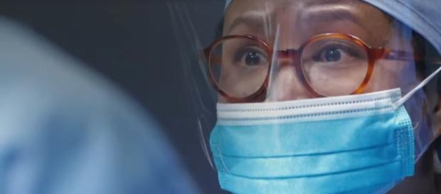 Hawaii Five-O medical examiner, Noelani (Kimee Balmilero) performs a surgery for survival. [Image source: televisionpromosdb-YouTube]