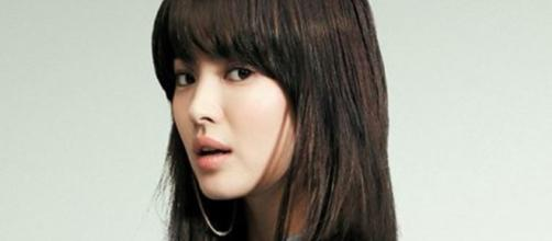 Song Hye Kyo (Cropped - resized - Image credit - jingdianmeinv   Flickr - https://creativecommons.org/licenses/by-sa/2.0/)