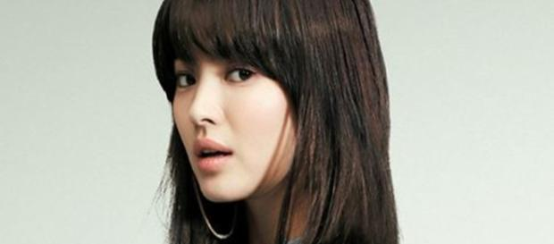 Song Hye Kyo (Cropped - resized - Image credit - jingdianmeinv | Flickr - https://creativecommons.org/licenses/by-sa/2.0/)