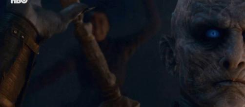 Arya faz o ataque surpresa ao Rei da Noite. (Reprodução/HBO)