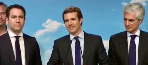 Pablo Casado comparece ante los medios de comunicación, al término de la noche electoral (Foto: canal de YouTube del Partido Popular).
