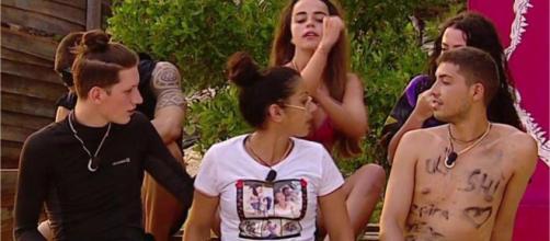 Violeta y Dakota se insultan en una bronca en Supervivientes