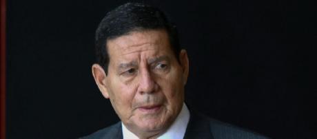 Hamilton Mourão volta atrás em sua declaração sobre o vídeo de comemoração aos 55 anos do golpe de 1964. (Arquivo Blasting News)