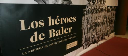 Cartel de entrada a la exposición inagurada en el Museo del Ejército