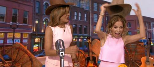Kathie Lee Gifford gets a star-studded welcome to Nashville and a crowning performance on her final Today Wednesday. [Image source:TODAY-YouTube]