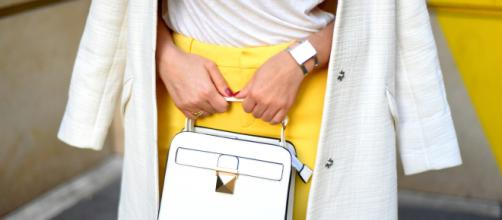 look printemps manteau oversize blanc kookai pantalon jaune ikks ... - leblogdekatykat.com