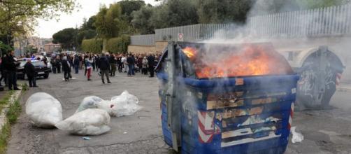 Residenti di Torre Maura in rivolta contro i rom