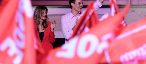 España se tiñe de rojo con la victoria del socialismo