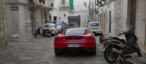Figlio del boss arriva in Ferrari il giorno della sua prima comunione