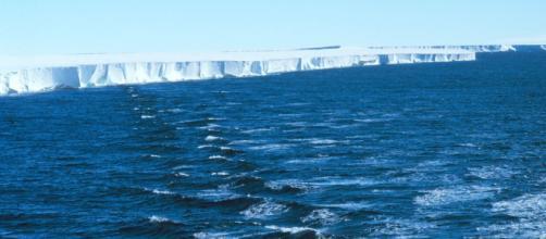 Ross Ice Shelf 1997. [Image source/Michael Van Woert, NOAA NESDIS, ORA Wikimedia Commons]
