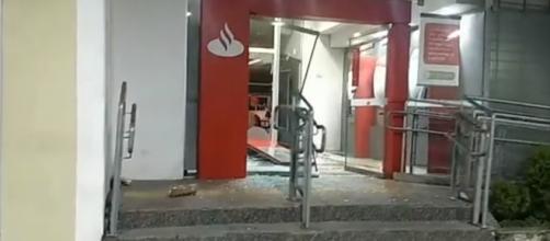 Agência do Santander foi um dos alvos dos bandidos. (Reprodução/Rede Globo)