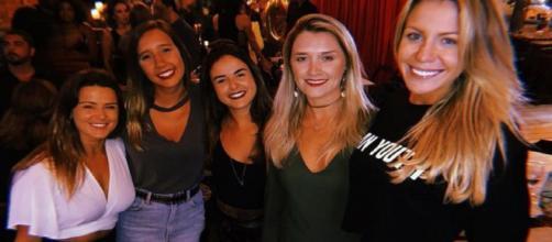 Barbara Coelhos fez comentário na foto com as amigas e foi surpreendida pela mãe. (Reprodução/Instagram/@barbarapcoelho)
