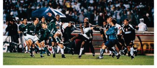 Em 99 o tempo fechou na final entre Corinthians e Palmeiras. (Reprodução)